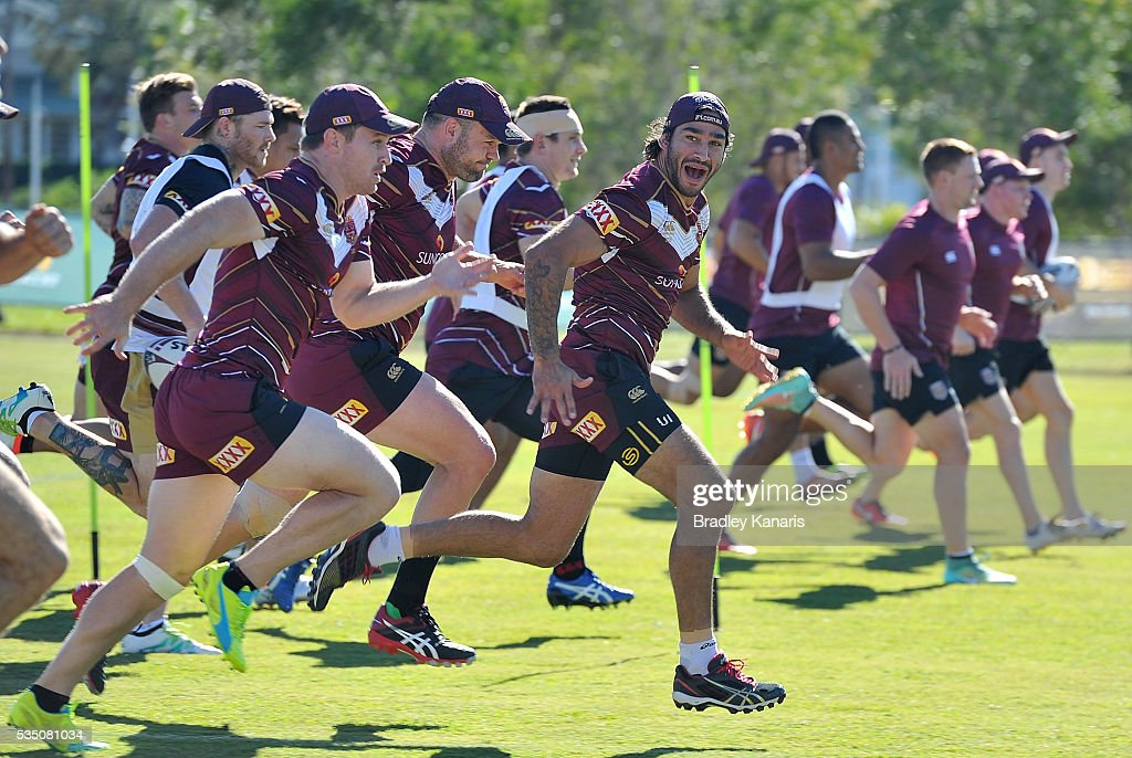 <a gi-track='captionPersonalityLinkClicked' href=/galleries/search?phrase=Johnathan+Thurston&family=editorial&specificpeople=233427 ng-click='$event.stopPropagation()'>Johnathan Thurston</a> runs with team mates during a Queensland Maroons State of Origin training session on May 29, 2016 in Gold Coast, Australia.