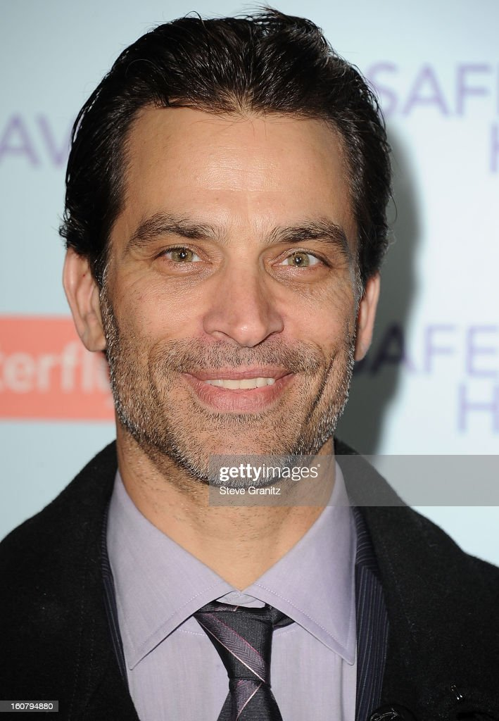 Johnathon Schaech arrives at the 'Safe Haven' - Los Angeles Premiere at TCL Chinese Theatre on February 5, 2013 in Hollywood, California.