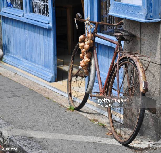 Johnnies bicycle with onions in Roscoff