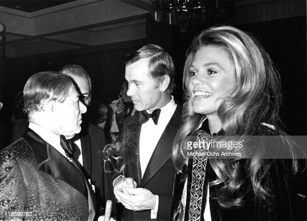 Johnny Carson host of the Tonight Show chats with George Jessel and Dyan Cannon at an event in November 1970 in Los Angeles California