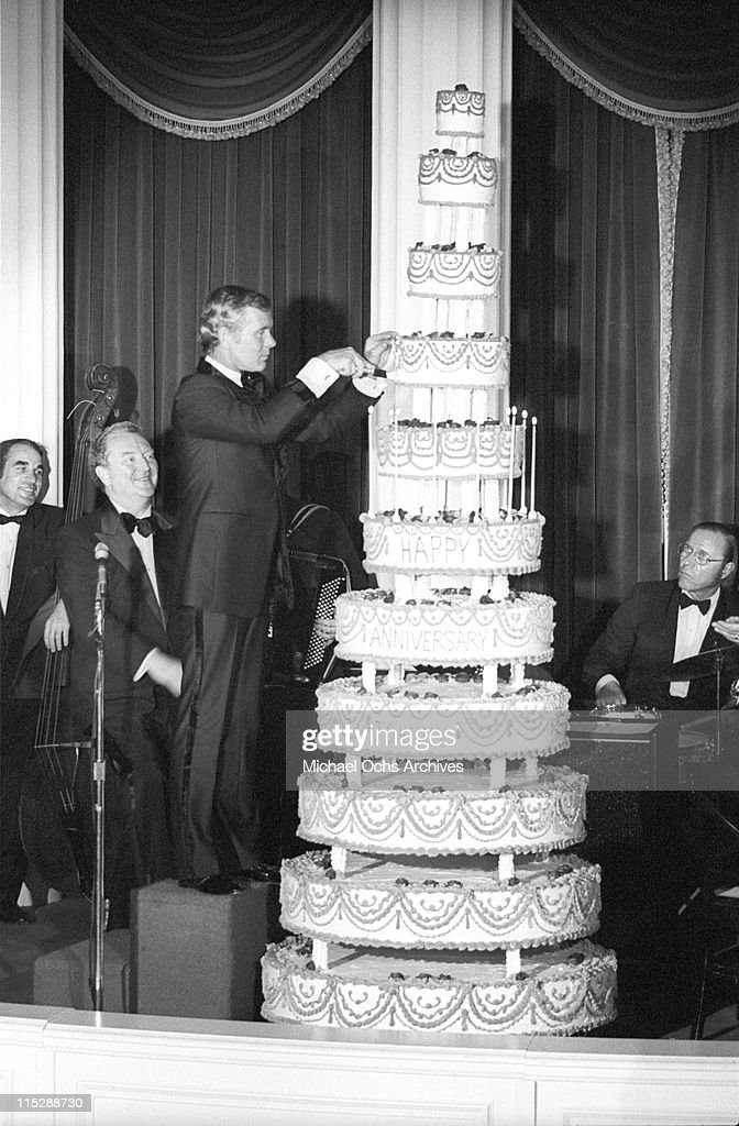 Johnny Carson host of the Tonight Show, cuts the cake at a party after taping the 10th anniversary show on September 30 1972 in Los Angeles, California.