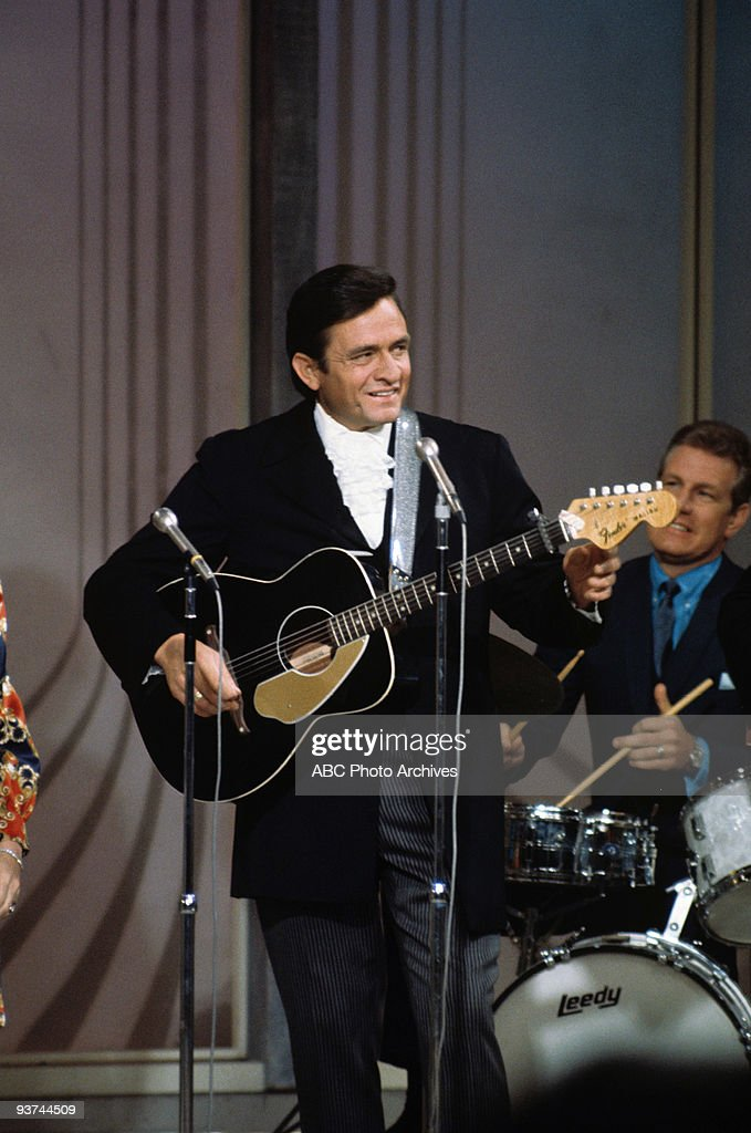 SHOW - (1969) <a gi-track='captionPersonalityLinkClicked' href=/galleries/search?phrase=Johnny+Cash&family=editorial&specificpeople=93620 ng-click='$event.stopPropagation()'>Johnny Cash</a>
