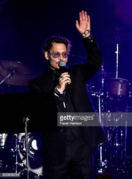 Johnny Depp accepts The Rhonda's Kiss Healing And Hope Award onstage during the 2016 Rhonda's Kiss Benefit at El Rey Theatre on November 3 2016 in...