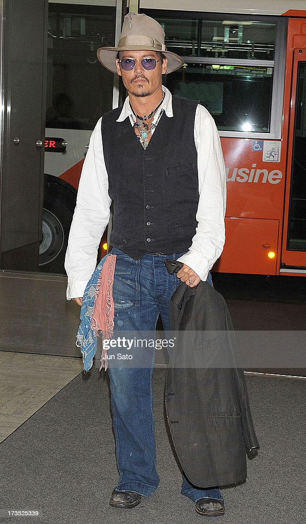 <a gi-track='captionPersonalityLinkClicked' href=/galleries/search?phrase=Johnny+Depp&family=editorial&specificpeople=202150 ng-click='$event.stopPropagation()'>Johnny Depp</a> arrives at Narita International Airport on July 16, 2013 in Narita, Japan.