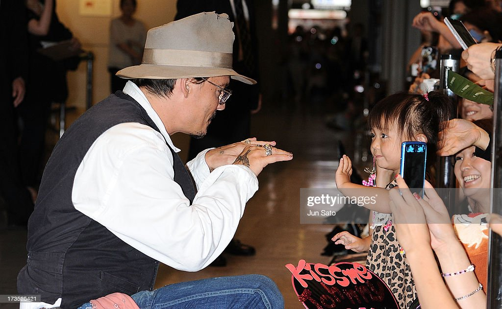 <a gi-track='captionPersonalityLinkClicked' href=/galleries/search?phrase=Johnny+Depp&family=editorial&specificpeople=202150 ng-click='$event.stopPropagation()'>Johnny Depp</a> greets a young fan at Narita International Airport on July 16, 2013 in Narita, Japan.