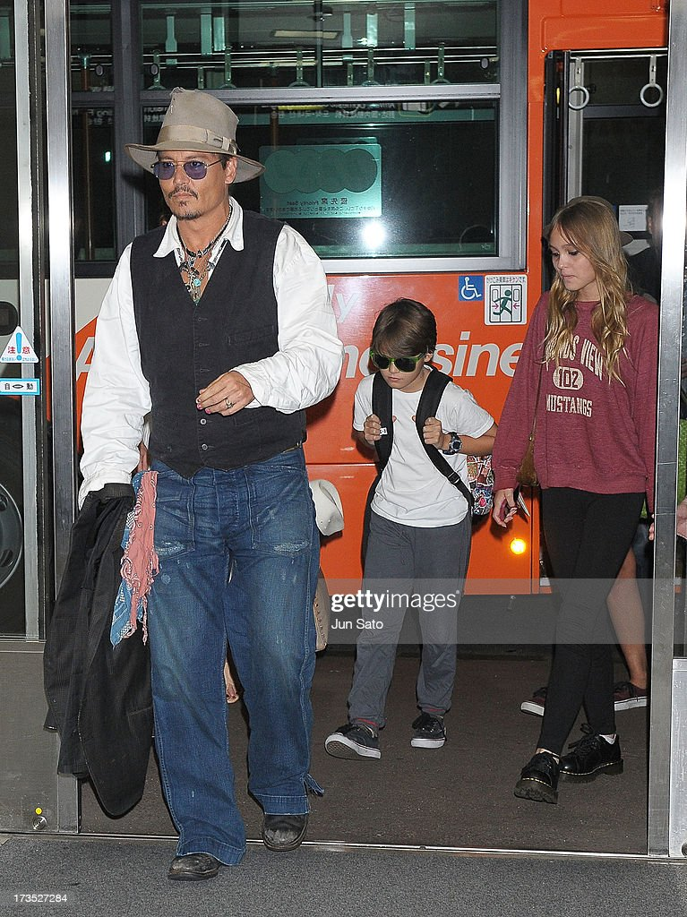 <a gi-track='captionPersonalityLinkClicked' href=/galleries/search?phrase=Johnny+Depp&family=editorial&specificpeople=202150 ng-click='$event.stopPropagation()'>Johnny Depp</a>, Jack Depp and Lily Rose Melody Depp arrive at Narita International Airport on July 16, 2013 in Narita, Japan.