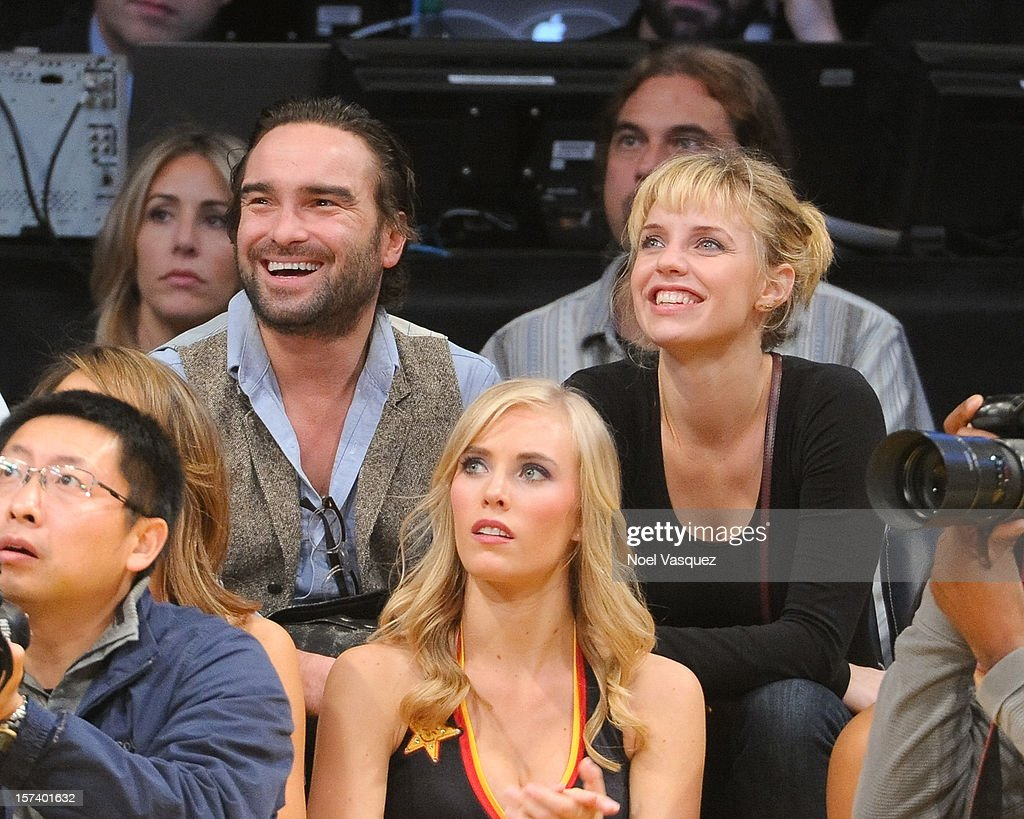 <a gi-track='captionPersonalityLinkClicked' href=/galleries/search?phrase=Johnny+Galecki&family=editorial&specificpeople=832098 ng-click='$event.stopPropagation()'>Johnny Galecki</a> (L) and <a gi-track='captionPersonalityLinkClicked' href=/galleries/search?phrase=Kelli+Garner&family=editorial&specificpeople=211517 ng-click='$event.stopPropagation()'>Kelli Garner</a> attend a basketball game between the Orlando Magic and the Los Angeles Lakers at Staples Center on December 2, 2012 in Los Angeles, California.