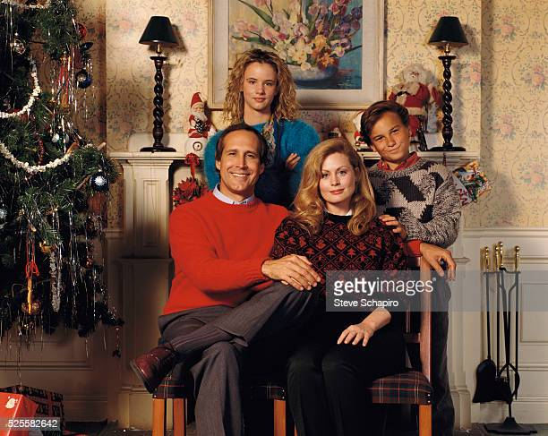 Johnny Galecki Beverly D'Angelo Juliette Lewis and Chevy Chase as the Griswold family in National Lampoon's Christmas Vacation