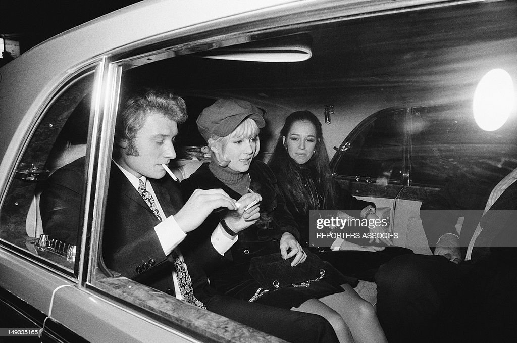 <a gi-track='captionPersonalityLinkClicked' href=/galleries/search?phrase=Johnny+Hallyday&family=editorial&specificpeople=243155 ng-click='$event.stopPropagation()'>Johnny Hallyday</a> and <a gi-track='captionPersonalityLinkClicked' href=/galleries/search?phrase=Sylvie+Vartan&family=editorial&specificpeople=235775 ng-click='$event.stopPropagation()'>Sylvie Vartan</a> in a car with friend,1968 in Paris, France.