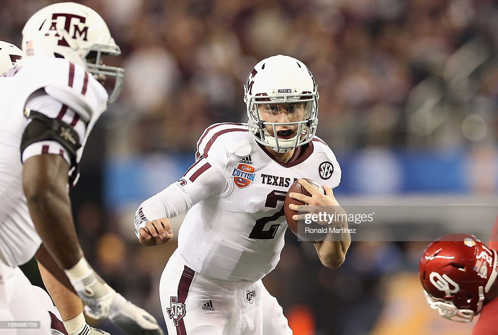 Johnny Manziel #2 of the Texas A&M Aggies runs the ball against the Oklahoma Sooners during the Cotton Bowl at Cowboys Stadium on January 4, 2013 in Arlington, Texas.
