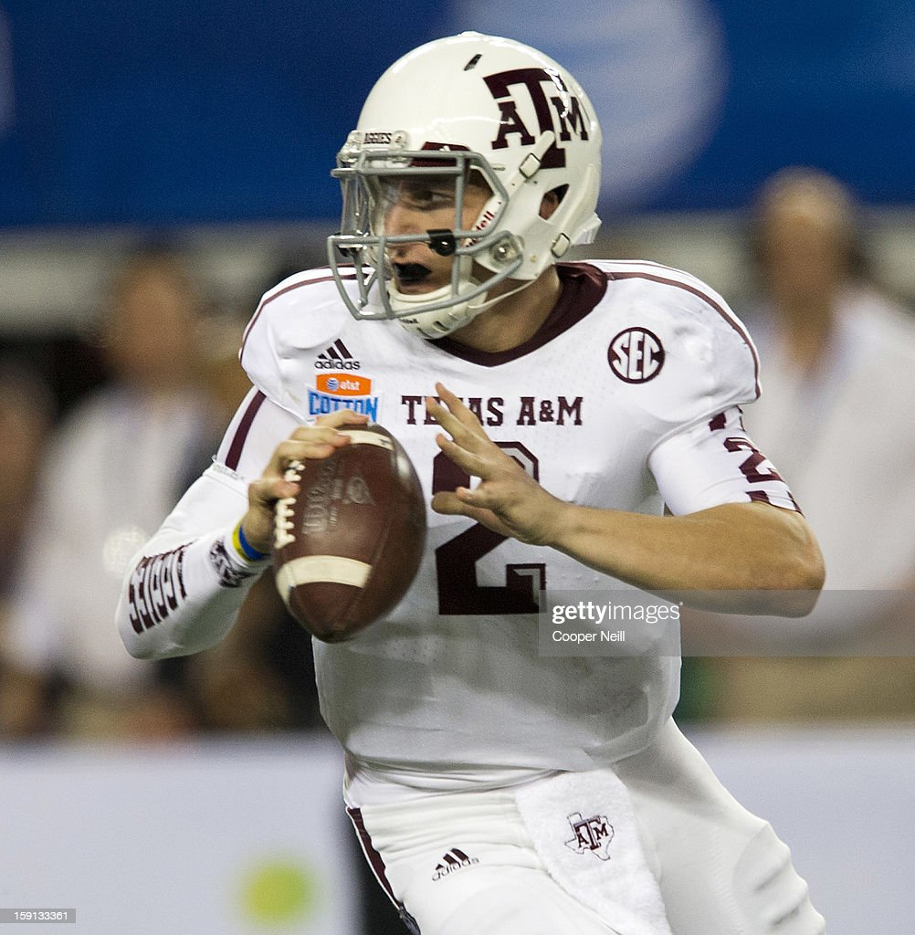 Johnny Manziel #2 of the Texas A&M Aggies scrambles against the Oklahoma Sooners during the AT&T Cotton Bowl on January 4, 2013 at Cowboys Stadium in Arlington, Texas.