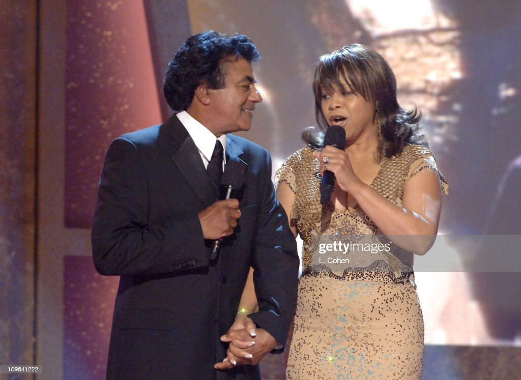 Johnny Mathis and Deniece Williams perform the theme from 'Family Ties'