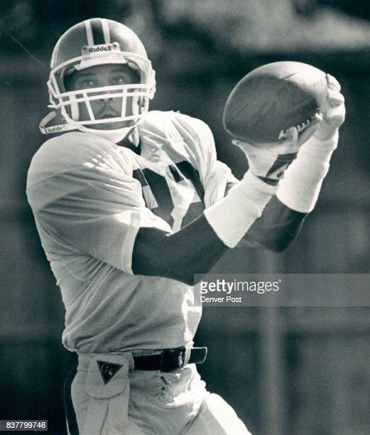 Johnson Vance Individuals Football Vance Johnson was running routes and catching passes during practice 10/8/86 Credit The Denver Post