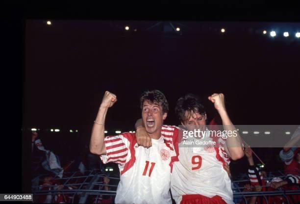 Joie Brian Laudrup / Flemming Povlsen Pays Bas / Danemark 1/2finale Euro 1992 Photo Alain Gadoffre / Icon Sport