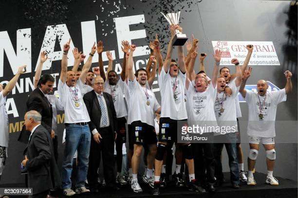 Joie Podium Equipe Poitiers Tours / Poitiers Finale de Ligue A Stade Pierre de Coubertin