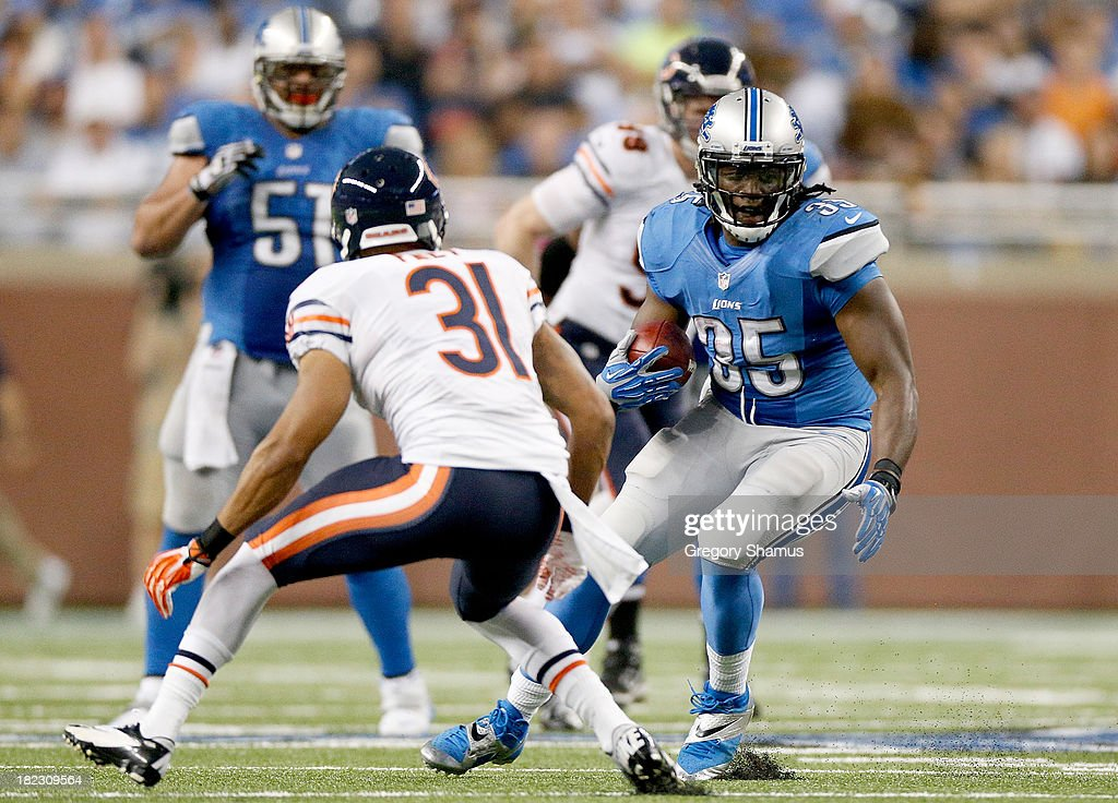 Joique Bell #35 of the Detroit Lions looks to make a move on Isaiah Frey #31 of the Chicago Bears at Ford Field on September 29, 2013 in Detroit, Michigan.