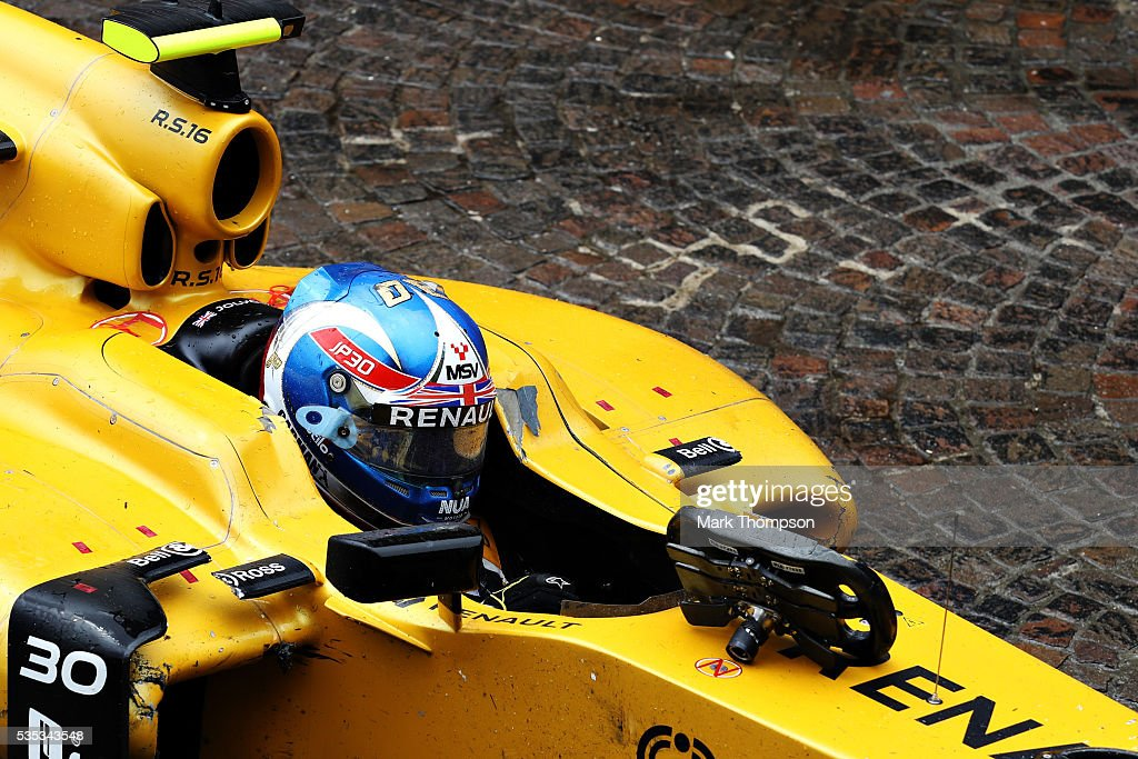 <a gi-track='captionPersonalityLinkClicked' href=/galleries/search?phrase=Jolyon+Palmer&family=editorial&specificpeople=7493068 ng-click='$event.stopPropagation()'>Jolyon Palmer</a> of Great Britain and Renault Sport F1 sits in his car after crashing during the Monaco Formula One Grand Prix at Circuit de Monaco on May 29, 2016 in Monte-Carlo, Monaco.