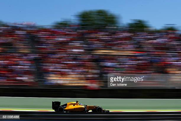 Jolyon Palmer of Great Britain drives the 0 Renault Sport Formula One Team Renault RS16 Renault RE16 turbo during the Spanish Formula One Grand Prix...