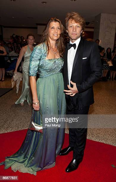 Jon Bon Jovi and his wive Dorothea arrive at the 2009 White House Correspondents' Association Dinner at Washington Hilton on May 9 2009 in Washington...