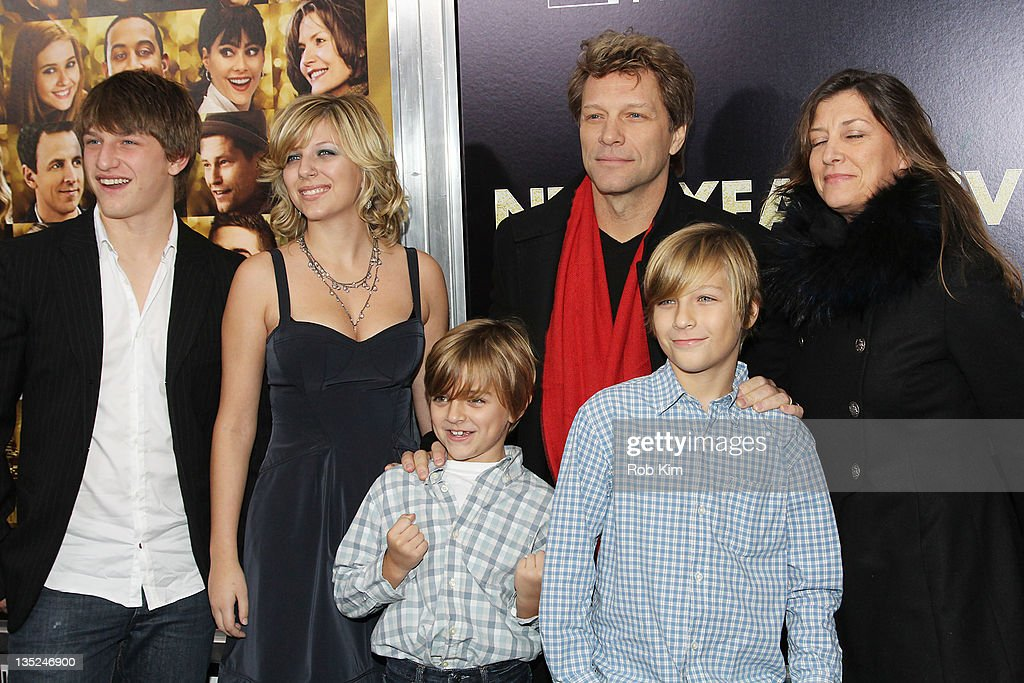 Jon Bon Jovi (C), with family and director Garry Marshall (R) attend the 'New Year's Eve' premiere at the Ziegfeld Theatre on December 7, 2011 in New York City.