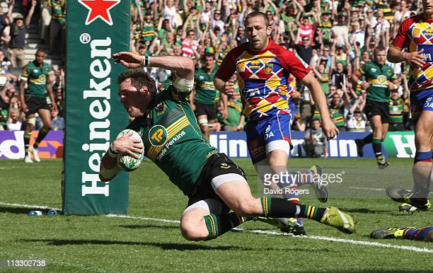 Jon Clarke of Northampton dives over for a try during the Heineken Cup semi final match between Northampton Saints and Perpignan at stadium mk on May...