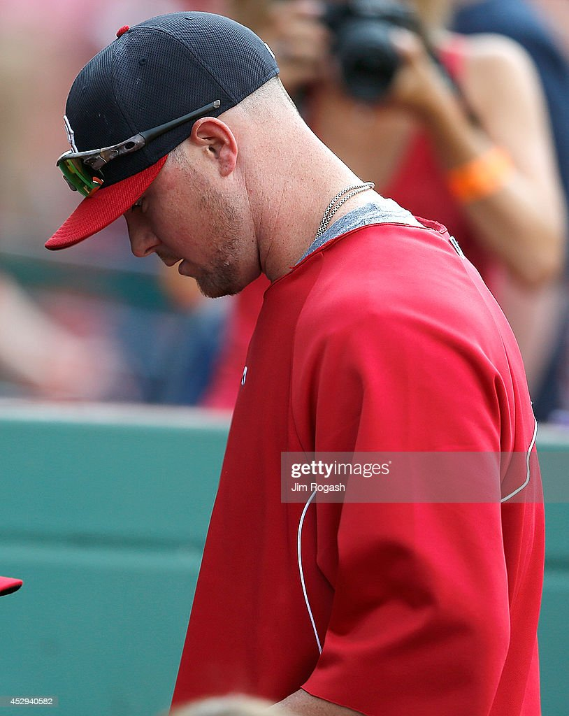 Jon Lester #31 of the Boston Red Sox heads for the clubhouse after batting practice before a game with Toronto Blue Jays at Fenway Park on July 30, 2014 in Boston, Massachusetts.