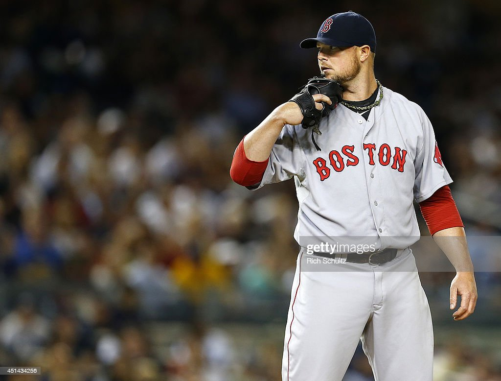 <a gi-track='captionPersonalityLinkClicked' href=/galleries/search?phrase=Jon+Lester&family=editorial&specificpeople=832746 ng-click='$event.stopPropagation()'>Jon Lester</a> #31 of the Boston Red Sox looks in to the catcher before he delivers a pitch against the New York Yankees during the fifth inning in a MLB baseball game at Yankee Stadium on June 28, 2014 in the Bronx borough of New York City.