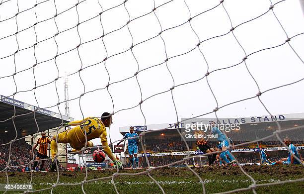 Jon Stead of Bradford scores his team's second goal past Vito Mannone of Sunderland during the FA Cup Fifth Round match between Bradford City and...