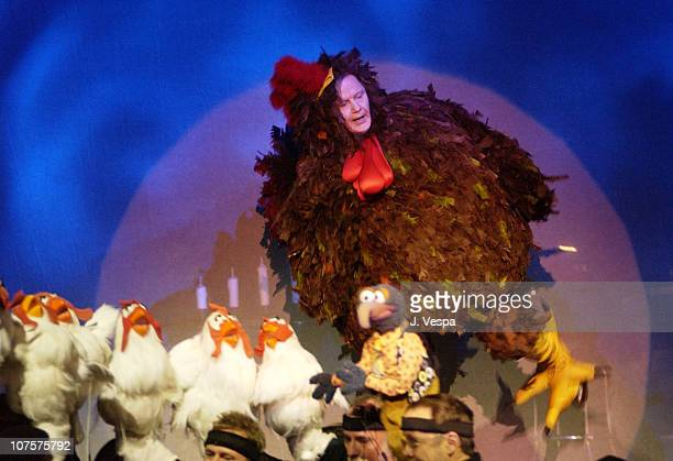 Jon Voight performs with Muppet Characters during the 25th Anniversary of The Muppet Show at the Palace Theater in Hollywood