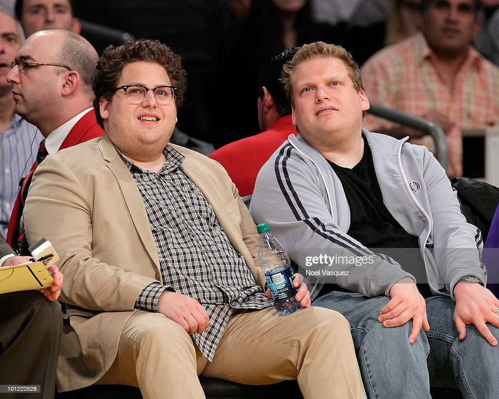 <a gi-track='captionPersonalityLinkClicked' href=/galleries/search?phrase=Jonah+Hill&family=editorial&specificpeople=544481 ng-click='$event.stopPropagation()'>Jonah Hill</a> (L) attends Game Five of the Western Conference Finals between the Phoenix Suns and the Los Angeles Lakers during the 2010 NBA Playoffs at Staples Center on May 27, 2010 in Los Angeles, California.