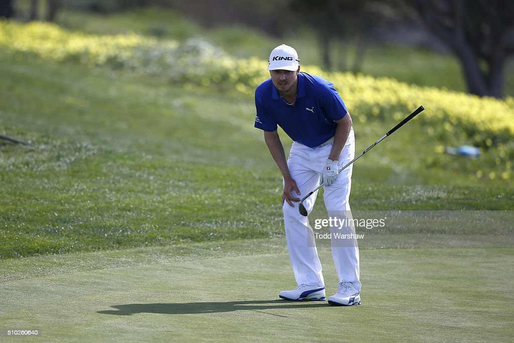 <a gi-track='captionPersonalityLinkClicked' href=/galleries/search?phrase=Jonas+Blixt&family=editorial&specificpeople=4387884 ng-click='$event.stopPropagation()'>Jonas Blixt</a> of Sweden lines up a shot on the eight green during the final round of the AT&T Pebble Beach National Pro-Am at the Pebble Beach Golf Links on February 14, 2016 in Pebble Beach, California.