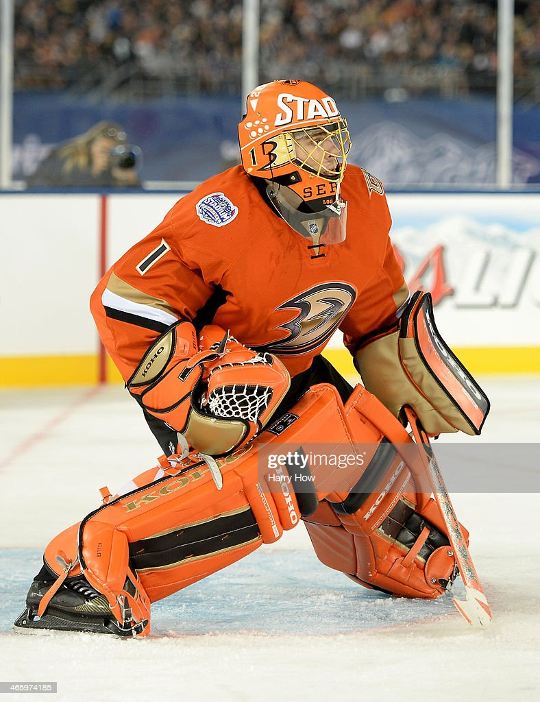 <a gi-track='captionPersonalityLinkClicked' href=/galleries/search?phrase=Jonas+Hiller&family=editorial&specificpeople=743364 ng-click='$event.stopPropagation()'>Jonas Hiller</a> #1 of the Anaheim Ducks in goal against the Los Angeles Kings during the 2014 Coors Light NHL Stadium Series at Dodger Stadium on January 25, 2014 in Los Angeles, California. The Ducks won 3-0.