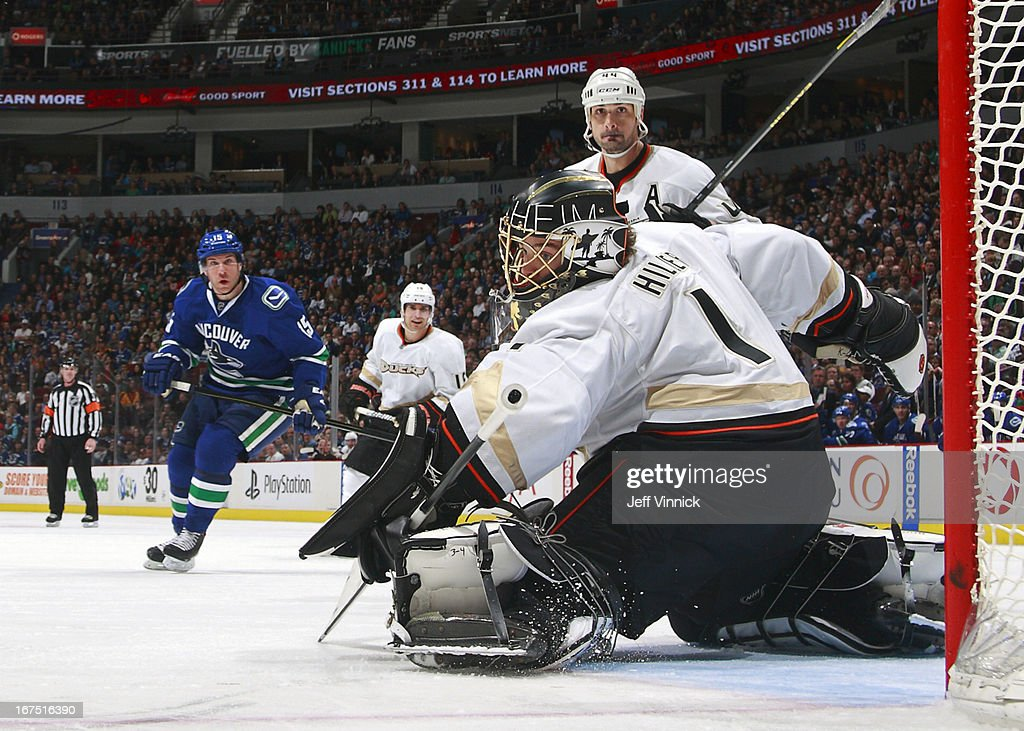 <a gi-track='captionPersonalityLinkClicked' href=/galleries/search?phrase=Jonas+Hiller&family=editorial&specificpeople=743364 ng-click='$event.stopPropagation()'>Jonas Hiller</a> #1 of the Anaheim Ducks makes a save while <a gi-track='captionPersonalityLinkClicked' href=/galleries/search?phrase=Sheldon+Souray&family=editorial&specificpeople=203131 ng-click='$event.stopPropagation()'>Sheldon Souray</a> #44 of the Anaheim Ducks and <a gi-track='captionPersonalityLinkClicked' href=/galleries/search?phrase=Derek+Roy&family=editorial&specificpeople=203272 ng-click='$event.stopPropagation()'>Derek Roy</a> #15 of the Vancouver Canucks look on during their NHL game at Rogers Arena April 25, 2013 in Vancouver, British Columbia, Canada. Anaheim won 3-1.