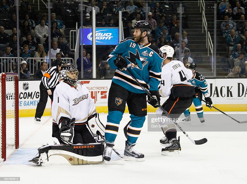 <a gi-track='captionPersonalityLinkClicked' href=/galleries/search?phrase=Jonas+Hiller&family=editorial&specificpeople=743364 ng-click='$event.stopPropagation()'>Jonas Hiller</a> #1 of the Anaheim Ducks protects the net against <a gi-track='captionPersonalityLinkClicked' href=/galleries/search?phrase=Joe+Thornton&family=editorial&specificpeople=201829 ng-click='$event.stopPropagation()'>Joe Thornton</a> #19 of the San Jose Sharks during an NHL game on March 27, 2013 at HP Pavilion in San Jose, California.