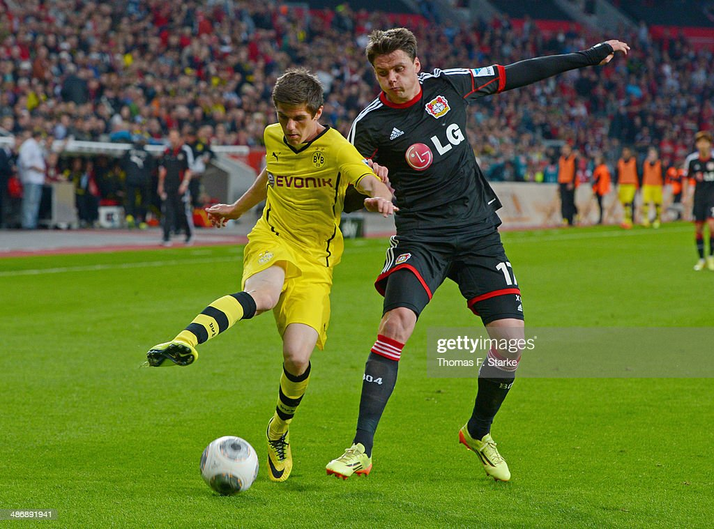 <a gi-track='captionPersonalityLinkClicked' href=/galleries/search?phrase=Jonas+Hofmann&family=editorial&specificpeople=9171269 ng-click='$event.stopPropagation()'>Jonas Hofmann</a> (L) of Dortmund and <a gi-track='captionPersonalityLinkClicked' href=/galleries/search?phrase=Sebastian+Boenisch&family=editorial&specificpeople=632472 ng-click='$event.stopPropagation()'>Sebastian Boenisch</a> of Leverkusen fight for the ball during the Bundesliga match between Bayer Leverkusen and Borussia Dortmund at BayArena on April 26, 2014 in Leverkusen, Germany.