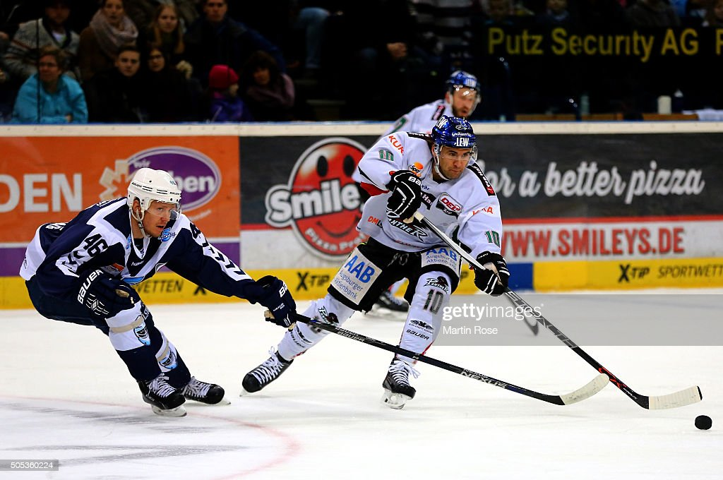 Jonas Liwing #46 of Hamburg Freezers battles for the puck with Jonathan Matsumoto #10 of Augsburger Panthers during the DEL game between Hamburg Freezers and Augsburger Panthers at at Barclaycard Arena on January 17, 2016 in Hamburg, Germany.