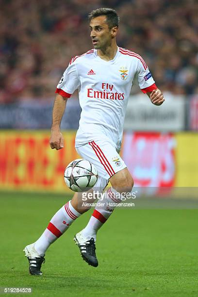 Jonas of Benfica runs with the ball during the UEFA Champions League quarter final first leg match between FC Bayern Muenchen and SL Benfica at...