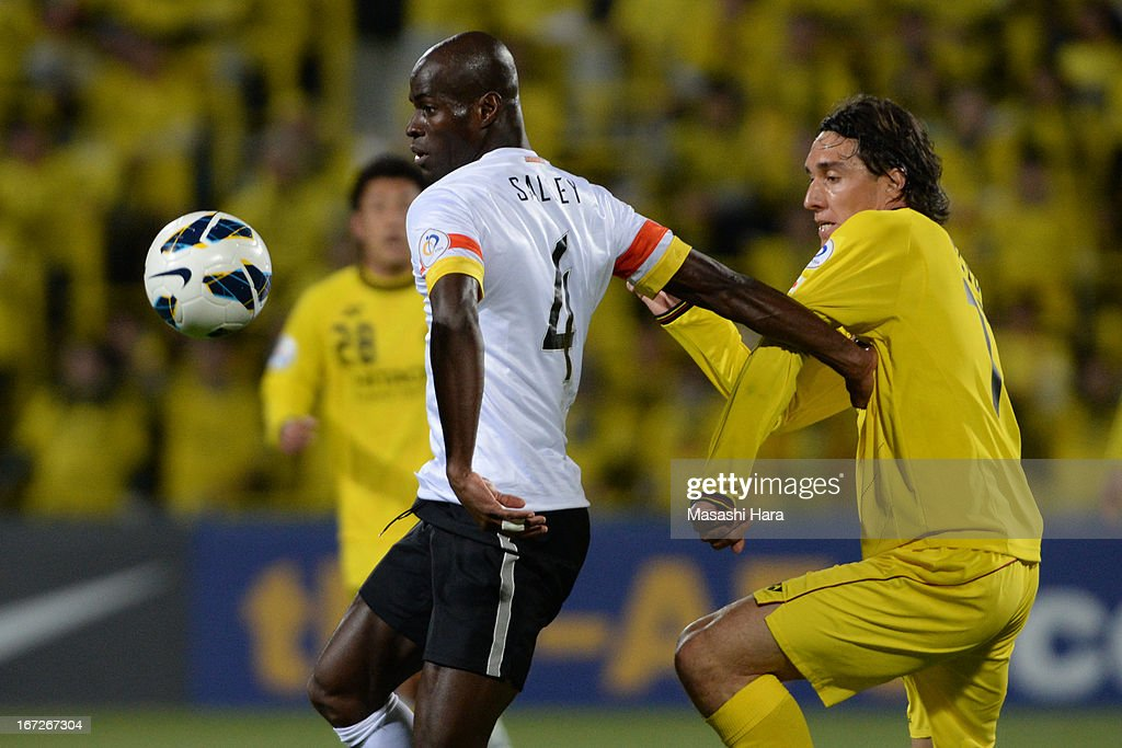 Jonas Salley #4 of Guizhou Renhe (L) and Cleo #11 of Kashiwa Reysol compete for the ball during the AFC Champions League Group H match between Kashiwa Reysol and Guizhou Renhe at Hitachi Kashiwa Soccer Stadium on April 23, 2013 in Kashiwa, Japan.