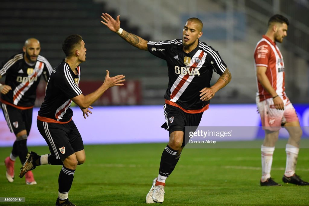 Jonatan Maidana of River Plate celebrates after scoring the third goal of his team during a match between River Plate and Instituto as part of round 16 of Copa Argentina 2017 at Jose Maria Minella Stadium on August 20, 2017 in Mar del Plata, Argentina.