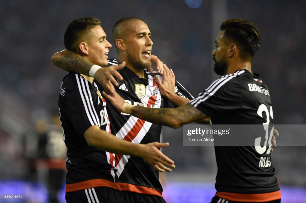 Jonatan Maidana of River Plate celebrates with teammates after scoring the third goal of his team during a match between River Plate and Instituto as part of round 16 of Copa Argentina 2017 at Jose Maria Minella Stadium on August 20, 2017 in Mar del Plata, Argentina.