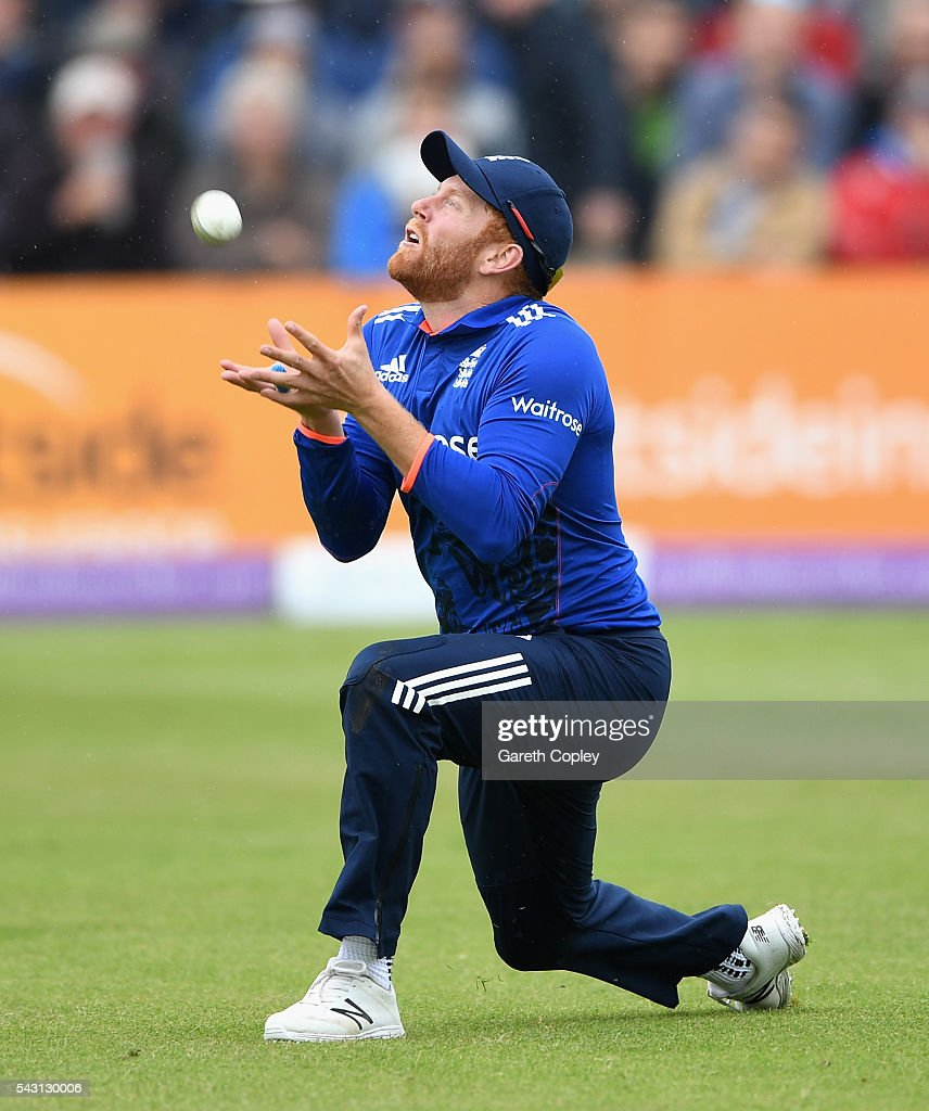 <a gi-track='captionPersonalityLinkClicked' href=/galleries/search?phrase=Jonathan+Bairstow&family=editorial&specificpeople=6893210 ng-click='$event.stopPropagation()'>Jonathan Bairstow</a> of England catches out Farveez Maharoof of Sri Lanka during the 3rd ODI Royal London One Day International match between England and Sri Lanka at The County Ground on June 26, 2016 in Bristol, England.