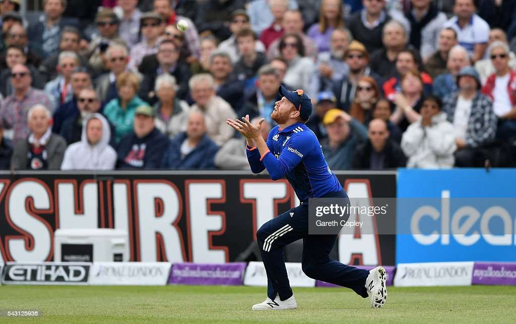 <a gi-track='captionPersonalityLinkClicked' href=/galleries/search?phrase=Jonathan+Bairstow&family=editorial&specificpeople=6893210 ng-click='$event.stopPropagation()'>Jonathan Bairstow</a> of England catches out Seekkuge Prasanna of Sri Lanka during the 3rd ODI Royal London One Day International match between England and Sri Lanka at The County Ground on June 26, 2016 in Bristol, England.