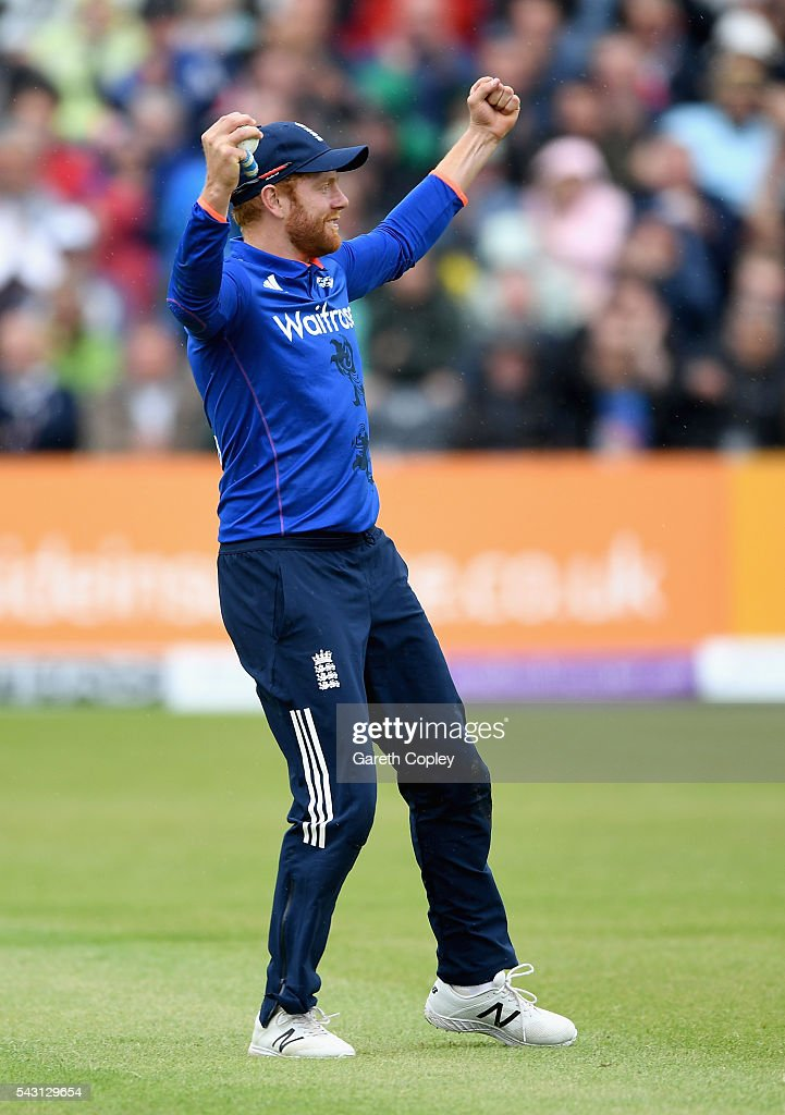 <a gi-track='captionPersonalityLinkClicked' href=/galleries/search?phrase=Jonathan+Bairstow&family=editorial&specificpeople=6893210 ng-click='$event.stopPropagation()'>Jonathan Bairstow</a> of England celebrates catching out Farveez Maharoof of Sri Lanka during the 3rd ODI Royal London One Day International match between England and Sri Lanka at The County Ground on June 26, 2016 in Bristol, England.