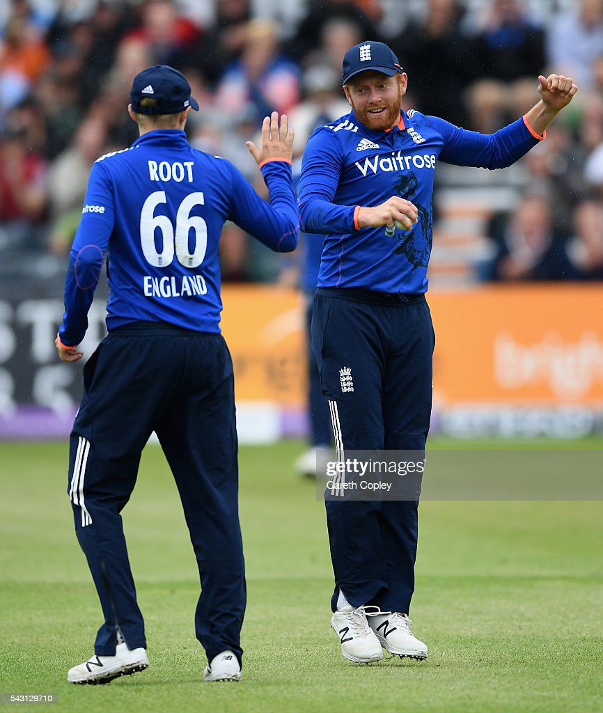 <a gi-track='captionPersonalityLinkClicked' href=/galleries/search?phrase=Jonathan+Bairstow&family=editorial&specificpeople=6893210 ng-click='$event.stopPropagation()'>Jonathan Bairstow</a> of England celebrates with Joe Root after catching out Farveez Maharoof of Sri Lanka during the 3rd ODI Royal London One Day International match between England and Sri Lanka at The County Ground on June 26, 2016 in Bristol, England.
