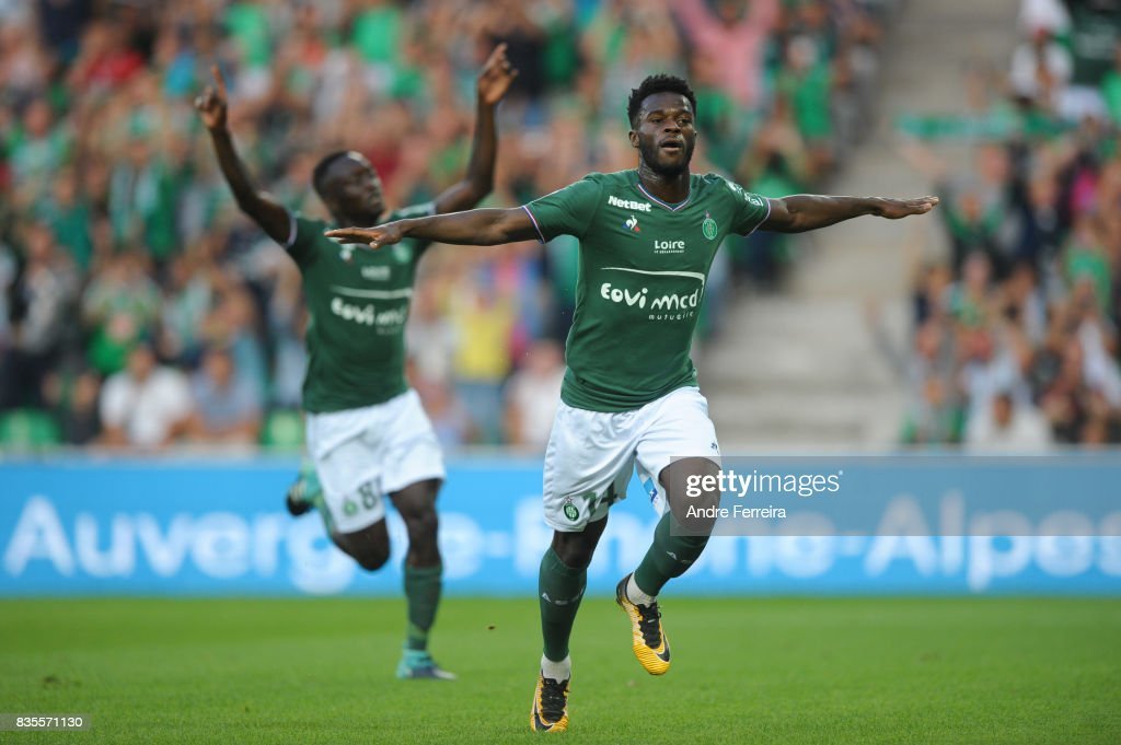 Jonathan Bamba of Saint Etienne celebrates his goal during the Ligue 1 match between AS Saint Etienne and Amiens SC at Stade Geoffroy Guichard on August 19, 2017 in Saint Etienne, France.