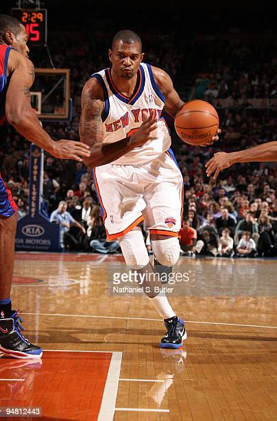 Jonathan Bender of the New York Knicks drives against the Los Angeles Clippers on December 18 2009 at Madison Square Garden in New York City NOTE TO...