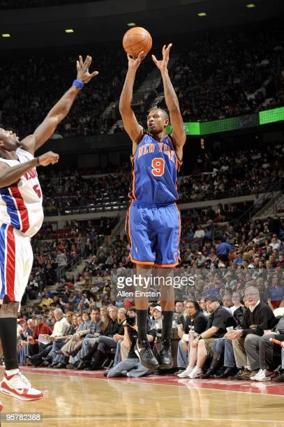 Jonathan Bender of the New York Knicks shoots a jump shot during the game against the Detroit Pistons at the Palace of Auburn Hills on December 29...