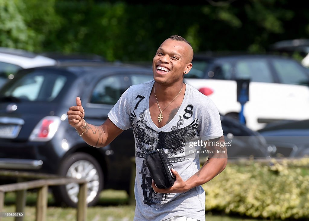 <a gi-track='captionPersonalityLinkClicked' href=/galleries/search?phrase=Jonathan+Biabiany&family=editorial&specificpeople=5973634 ng-click='$event.stopPropagation()'>Jonathan Biabiany</a> before FC Internazionale training session at the club's training ground at Appiano Gentile on July 3, 2015 in Como, Italy.