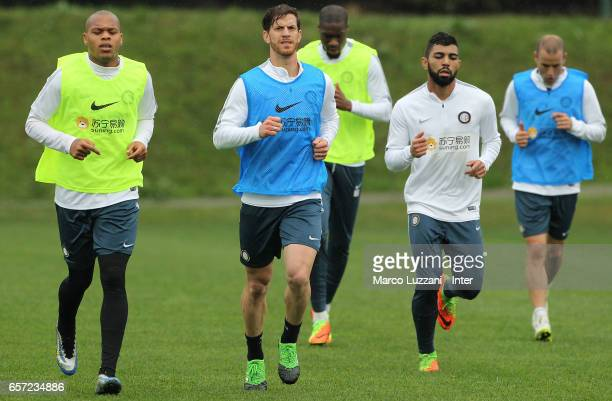 Jonathan Biabiany Cristian Ansaldi Geoffrey Kondogbia Gabriel Barbosa Gabigol and Rodrigo Palacio of FC Internazionale Milano run during the FC...