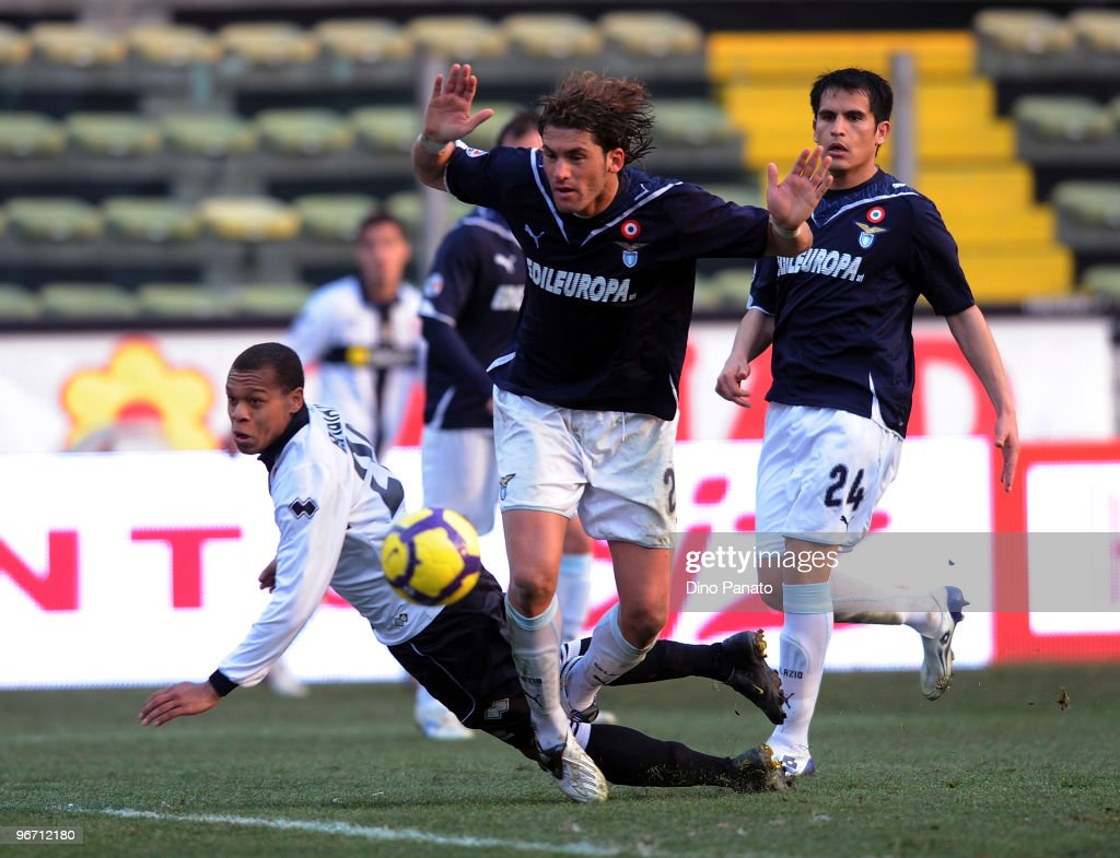<a gi-track='captionPersonalityLinkClicked' href=/galleries/search?phrase=Jonathan+Biabiany&family=editorial&specificpeople=5973634 ng-click='$event.stopPropagation()'>Jonathan Biabiany</a> of Parma competes with Guglielmo Stendardo of Lazio during the Serie A match between Parma FC and SS Lazio at Stadio Ennio Tardini on February 14, 2010 in Parma, Italy.